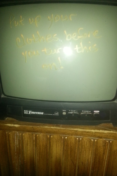 Message on the tv - NOT a flat screen!