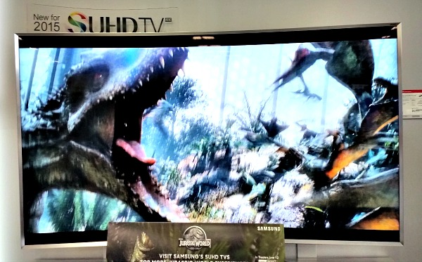 That dinosaur looks so real on the Samsung SUHD TV!