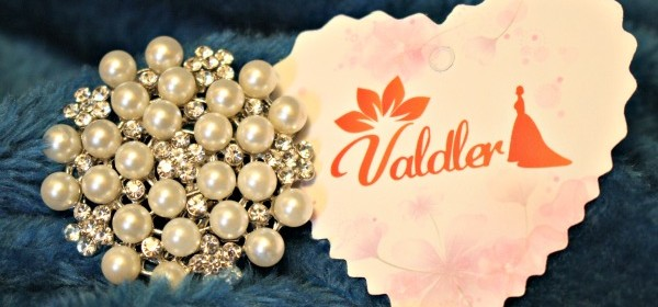Try A Brooch for A Vintage Look